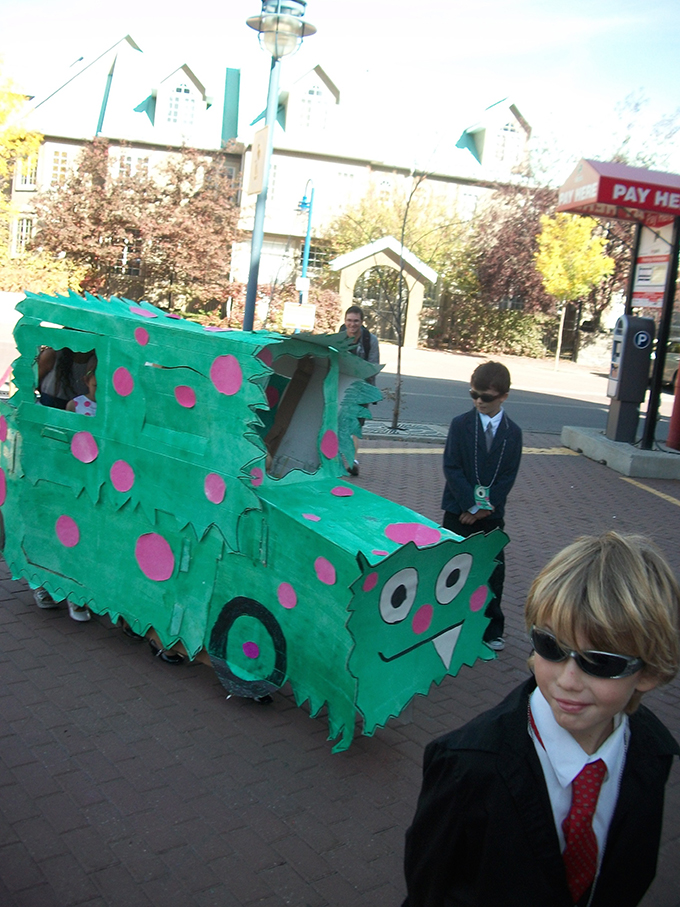 Lilly_Bum_Family_Monstermobile_arrives_photo_Xstine_Cook